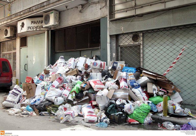 Θεσσαλονίκη: Κινδυνεύει η υγεία τους από τους τόνους σκουπιδιών | Newsit.gr
