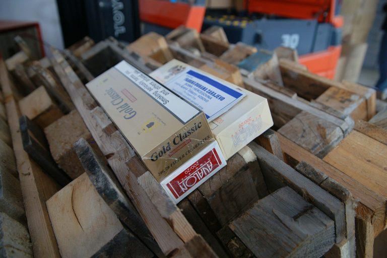 Πάτρα: «Μπλόκο» σε 261.080 λαθραία πακέτα τσιγάρα! | Newsit.gr