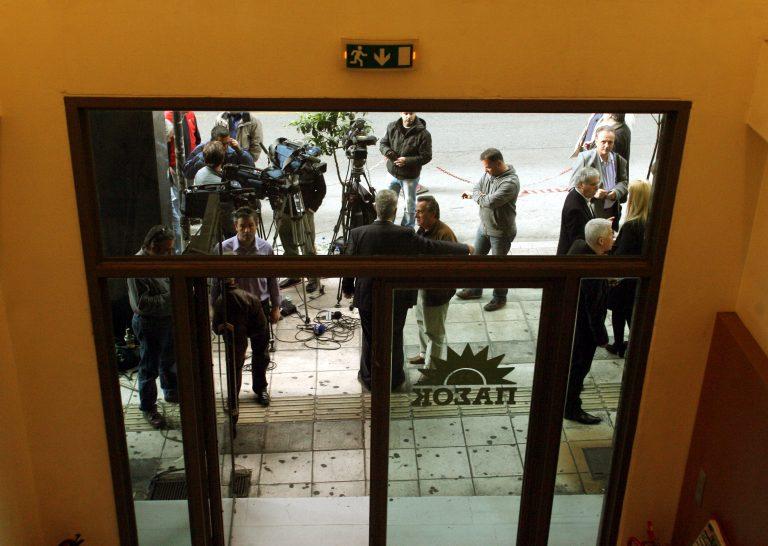 Ταξιτζήδες έσπασαν γραφεία του ΠΑΣΟΚ στην Κέρκυρα – Βίντεο | Newsit.gr