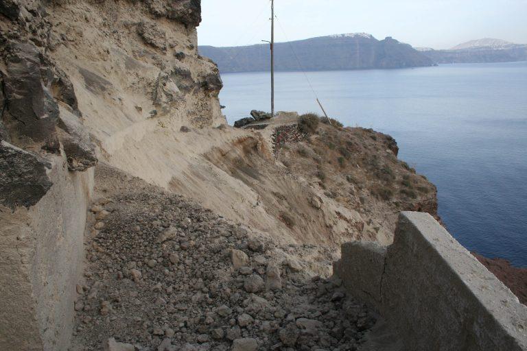 Σαντορίνη: Φορτηγό παρέσυρε και σκότωσε ηλικιωμένη | Newsit.gr