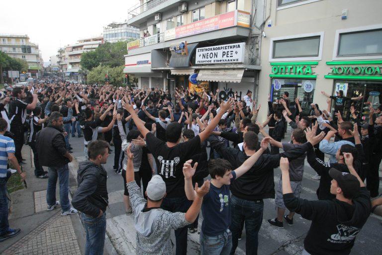 Οπαδοί του ΟΦΗ απέκλεισαν το λιμάνι για τρίτο συνεχόμενο βράδυ | Newsit.gr