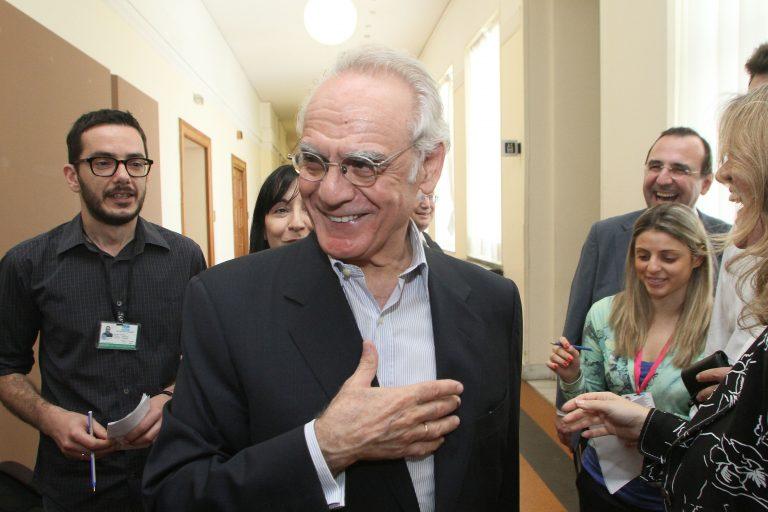 Άκη έχεις πακέτο» -Τα δώρα φίλων του έφτασαν στον Κορυδαλλό!   Newsit.gr
