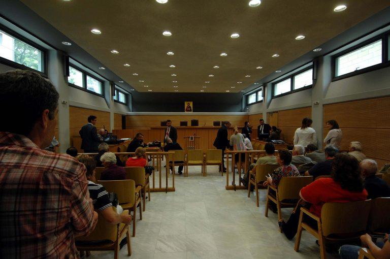 Κρήτη: Πλακώθηκαν στο ξύλο οι δικηγόροι μέσα στο Ειρηνοδικείο! | Newsit.gr