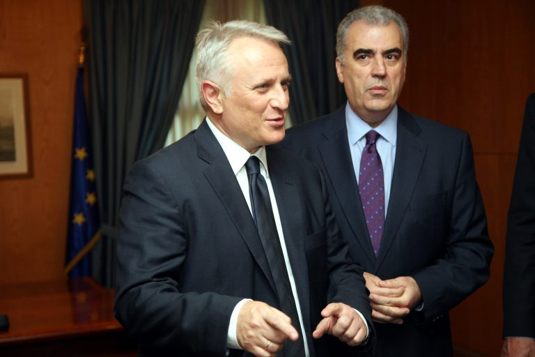 Χρεοκοπούν τη χώρα και τσακώνονται ποιος φταίει περισσότερο – »Θεατής» ο Παπανδρέου! | Newsit.gr