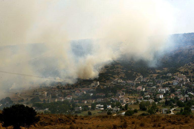 Γιάννενα:Ανεξέλεγκτη η φωτιά – Οι φλόγες σε αυλές σπιτιών- Θρίλερ με canadair!   Newsit.gr