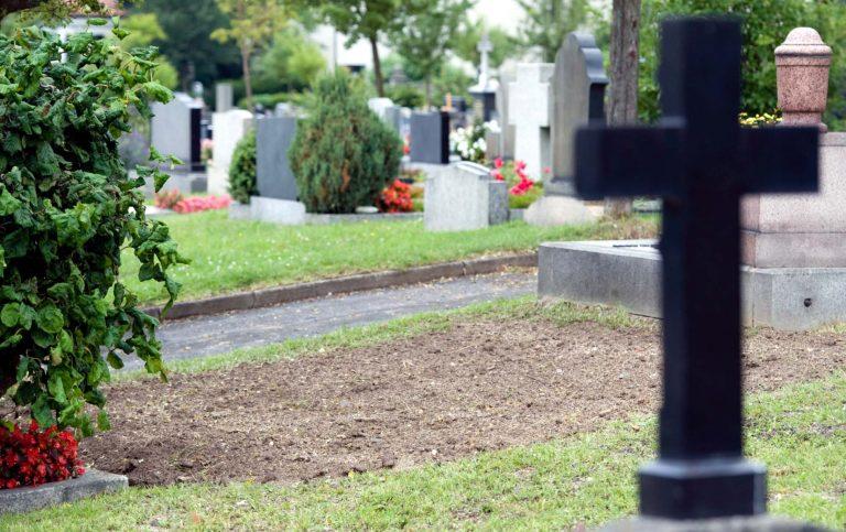 Δεν έχουν που να θάψουν τους νεκρούς στα Τρίκαλα | Newsit.gr