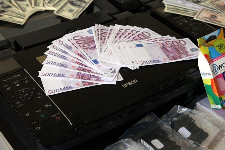 Αλεξανδρούπολη: Κατασχέθηκαν 160.000 ευρώ και 100.000 δολάρια στο τελεωνείο! | Newsit.gr