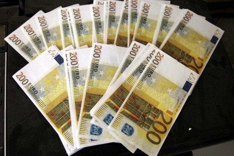 """Είστε σίγουροι ότι τα χρήματά σας δεν είναι πλαστά; – Χιλιάδες τα """"μαϊμού"""" ευρώ!   Newsit.gr"""