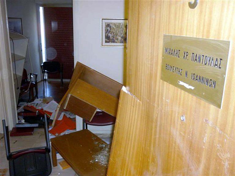 Γιάννενα: 10 μήνες φυλακή για τον ταξιτζή που έσπασε γραφείο βουλευτή!   Newsit.gr