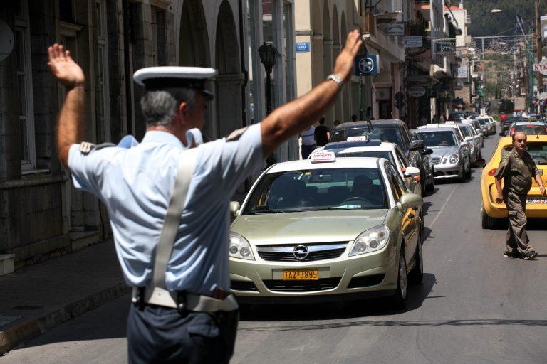 Ψάχνουν την έξοδο από την απεργία οι ταξιτζήδες | Newsit.gr