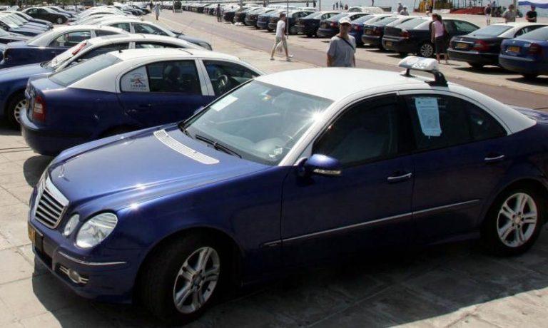 Θεσσαλονίκη: Αναζητούν τρόπους για να «τραβήξουν» πελάτες οι οδηγοί ταξί | Newsit.gr