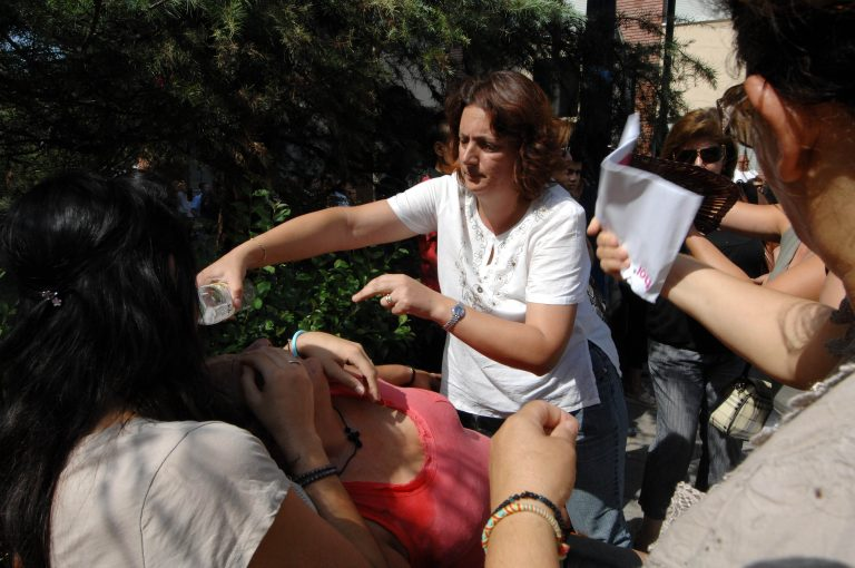 Αχαϊα: Πετροπόλεμος σε υπό κατάληψη σχολείο – Γονείς vs καταληψιών! | Newsit.gr