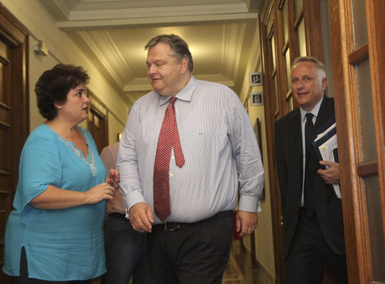 «Σάντουιτς» ο Βενιζέλος – Παρών ο Ραγκούσης | Newsit.gr