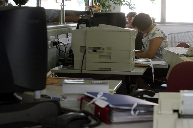 Reuters: 40.000 υπάλληλοι βγαίνουν σε εφεδρεία – ΔΕΝ θα ανανεωθούν χιλιάδες συμβάσεις! | Newsit.gr