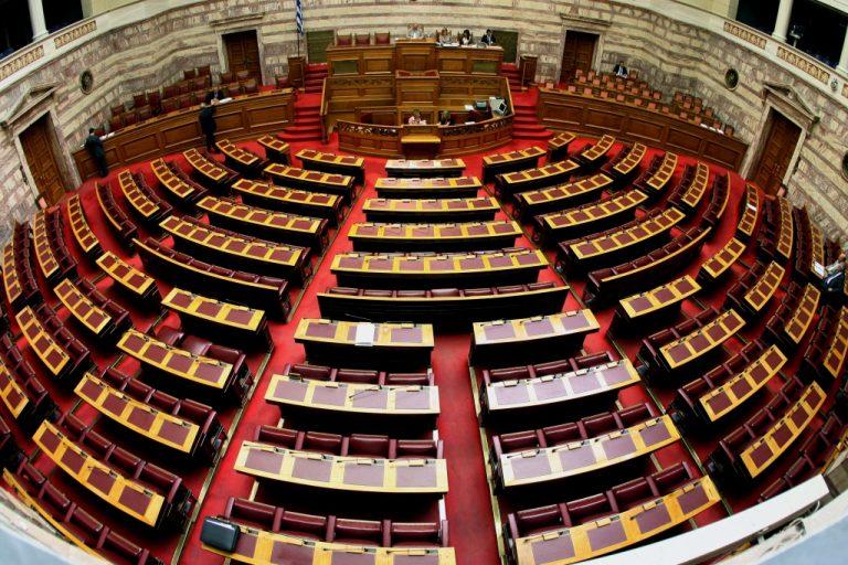 Εικόνες παρακμής στην επιτροπή που εξετάζει το πολυνομοσχέδιο | Newsit.gr