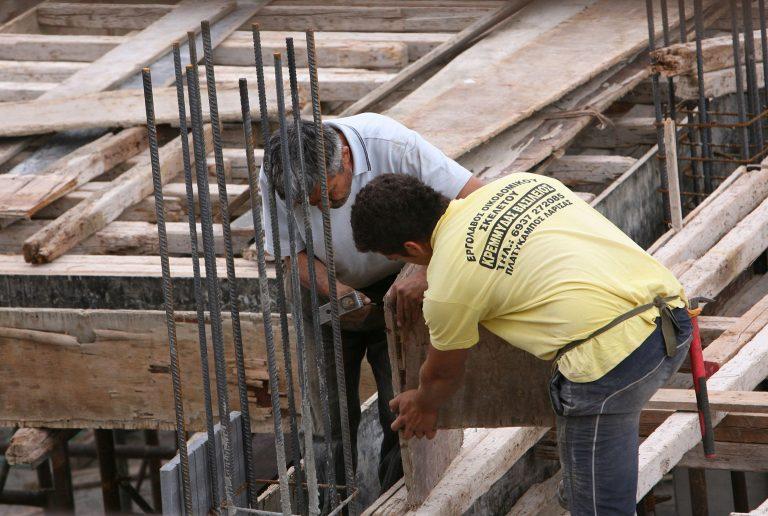 Τρίκαλα: Πού φαντάζεστε ότι πηγαίνουν οι ντόπιοι εργολάβοι για δουλειές;   Newsit.gr