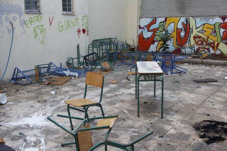 Αγρίνιο: H κατάληψη στο σχολείο έληξε με εισβολή έξαλλου πατέρα! | Newsit.gr
