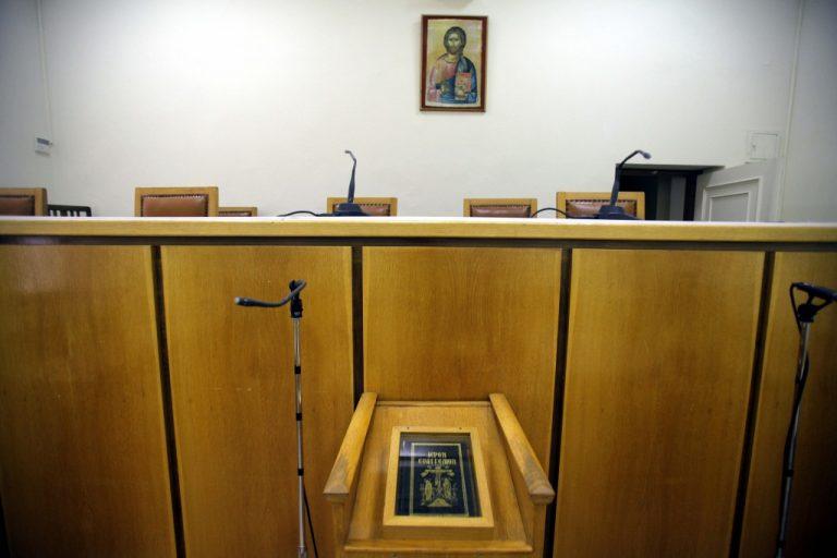 Καταργήστε τον θρησκευτικό όρκο στα δικαστήρια   Newsit.gr