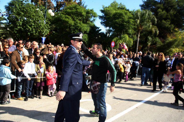 Κέρκυρα: Έδιωξαν τους πολιτικούς αλλά ζητούν να γίνει η παρέλαση! | Newsit.gr
