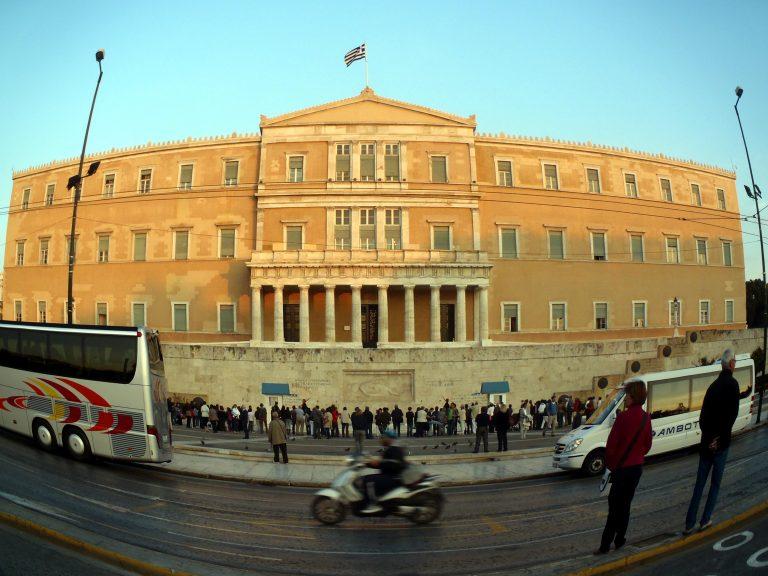 Εκρηκτικό κλίμα στη Βουλή-Οργή βουλευτών | Newsit.gr