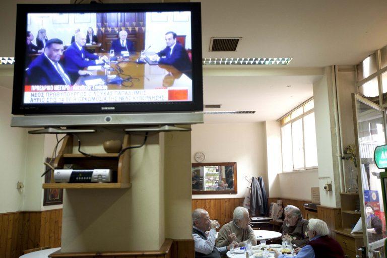 Γιαννιτσά: Τον έβλεπαν να τρέχει στους δρόμους, με μια τηλεόραση στην πλάτη! | Newsit.gr