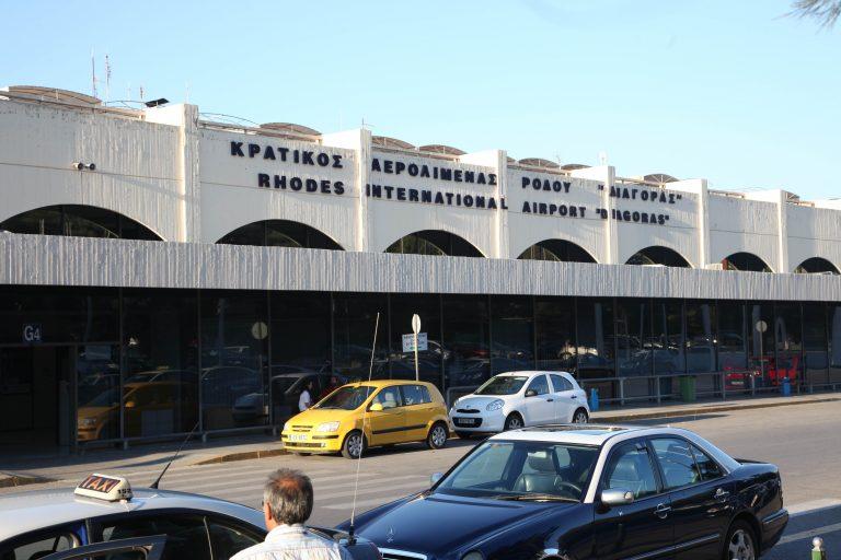 Ρόδος:Λιποθύμησαν τουρίστες γιατί δεν λειτουργούσαν τα air condition στο αεροδρόμιο! | Newsit.gr