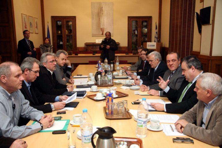 Να διατηρηθεί η Συλλογική Σύμβαση για τον κατώτατο, 13o και 14o μισθό | Newsit.gr