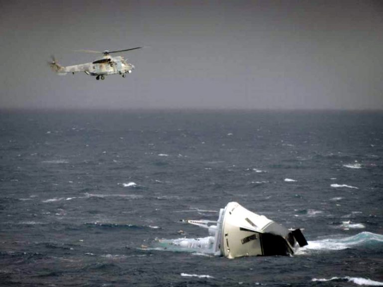 Χαλκιδική: Διάσωση ναυαγών με ελικόπτερο! | Newsit.gr
