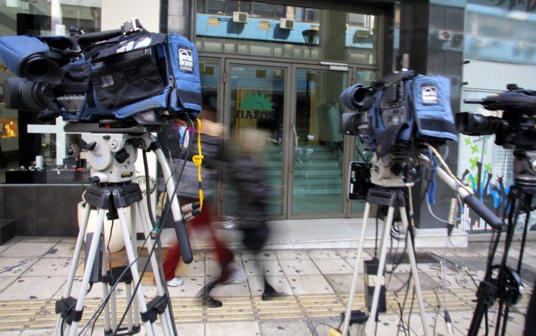 Ποιος θέλει να αναλάβει τα χρέη του ΠΑΣΟΚ; | Newsit.gr
