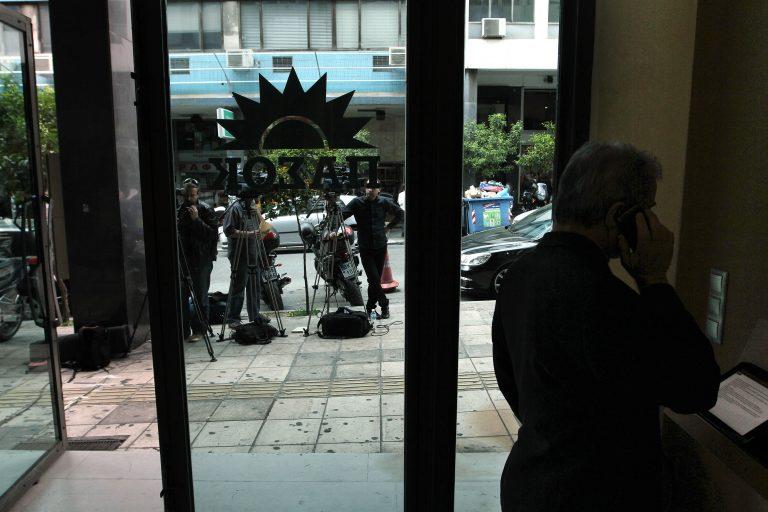 Υπάλληλοι ΠΑΣΟΚ: Πουλήστε τις βίλες και τα κότερα να πληρωθούμε!   Newsit.gr