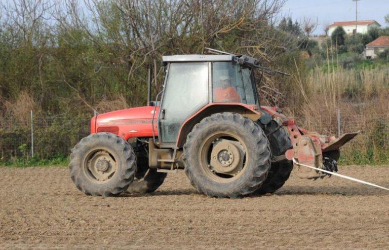 Χανιά: Το τρακτέρ του πλάκωσε το πόδι – Τυχερός στην ατυχία του ο αγρότης | Newsit.gr