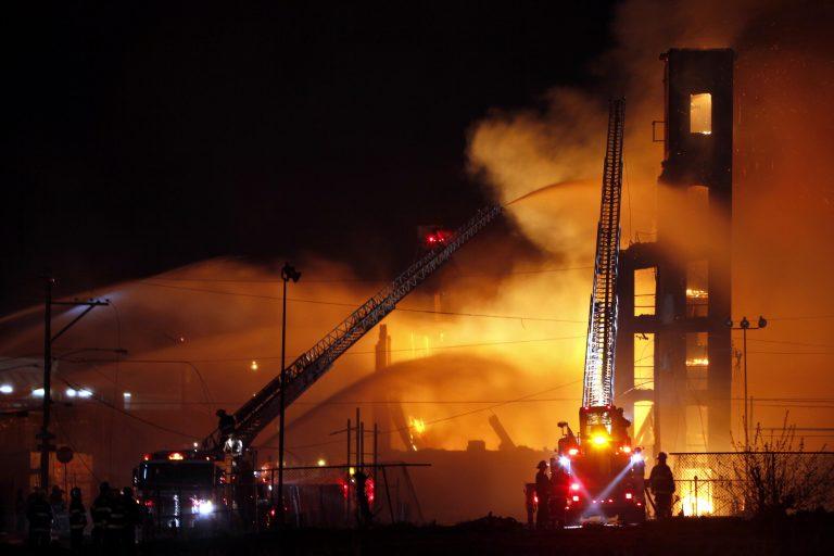 Ηράκλειο:Χάθηκαν οι κόποι μιας ζωής – Στις φλόγες εργοστάσιο ζαχαροπλαστικής   Newsit.gr