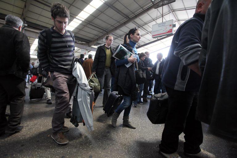 Υπ.Απασχόλησης: Δεν μειώνονται αυτόματα από σήμερα οι μισθοί – Τι γίνεται με τις κλαδικές συμβάσεις | Newsit.gr