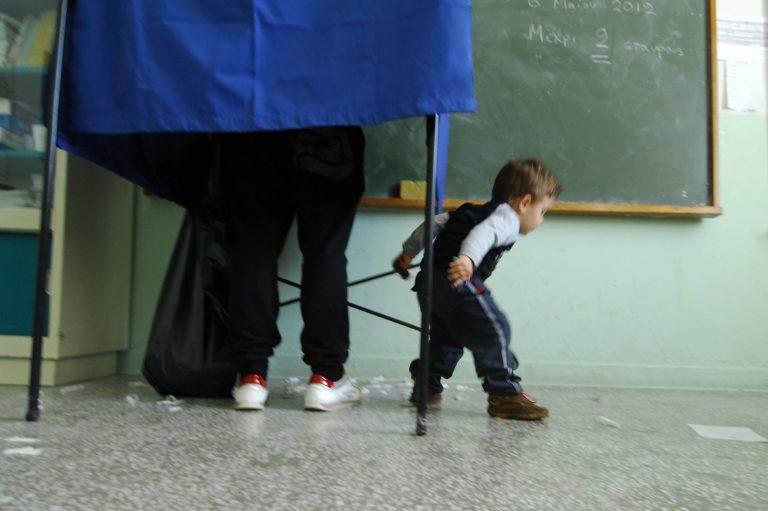 Τρίκαλα: Παραλίγο να συλληφθεί την ώρα της ψηφοφορίας! | Newsit.gr