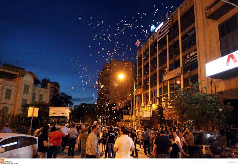 Θεσσαλονίκη: Επίθεση με μάρμαρα στα γραφεία της Χρυσής Αυγής! | Newsit.gr