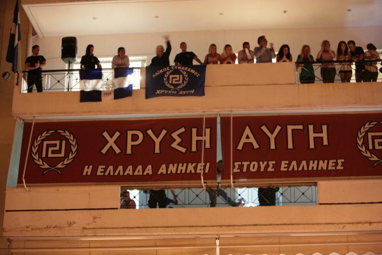 Μεσσηνία: Χρυσαυγίτες με κοστούμια, σε… ρόλο επιθεωρητών εργασίας! | Newsit.gr