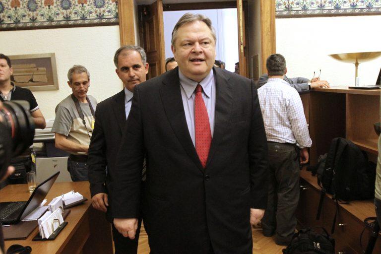 Σε βαρύ κλίμα σε μια αίθουσα μια σταλιά η Κ.Ο. του ΠΑΣΟΚ | Newsit.gr