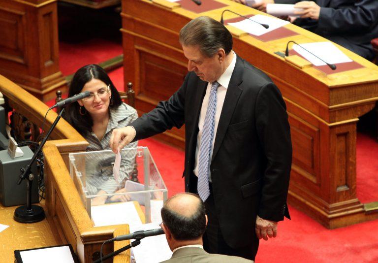 Πολύδωρας: Έδειξε το ψηφοδέλτιο με το όνομα του Μεϊμαράκη | Newsit.gr