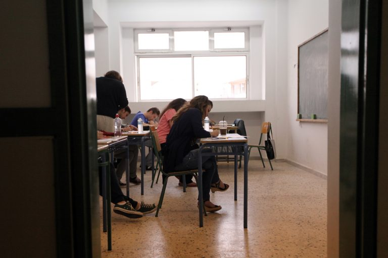 Επίδομα 300 ευρώ για μαθητές απορων οικογενειών!   Newsit.gr