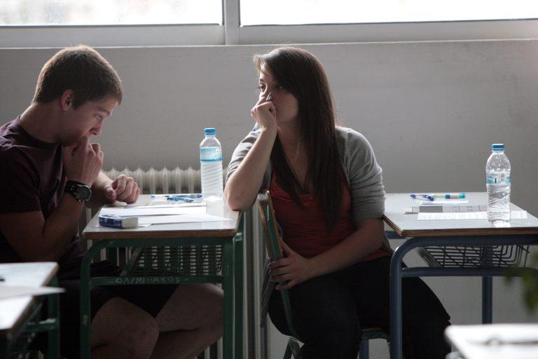 Αχαϊα: Επιστροφή στο παρελθόν – Σταματούν το σχολείο για να βρουν μεροκάματο! | Newsit.gr