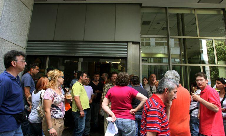 115.000 έλληνες έχασαν μέσα σε 3,5 μήνες το 23% των εισοδημάτων τους | Newsit.gr