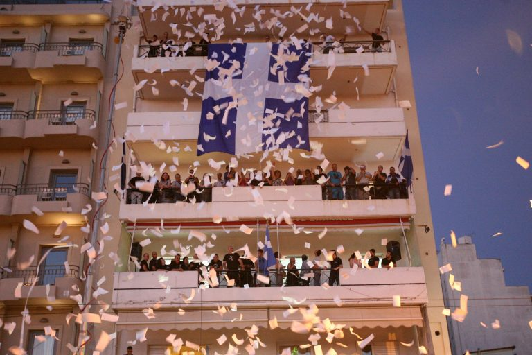 Λάρισα: Άφησαν γκαζάκι έξω από τα γραφεία της Χρυσής Αυγής! | Newsit.gr