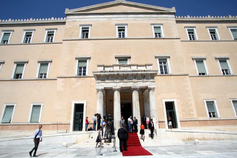«Συνελήφθησαν» οι πρώτοι 2 οπλισμένοι βουλευτές της Χρυσής Αυγής   Newsit.gr