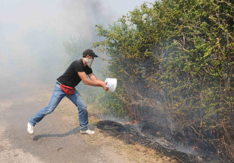 Κρήτη: Απειλούνται σπίτια από φωτιά στα Χανιά – Εκκενώθηκε οικισμός! | Newsit.gr
