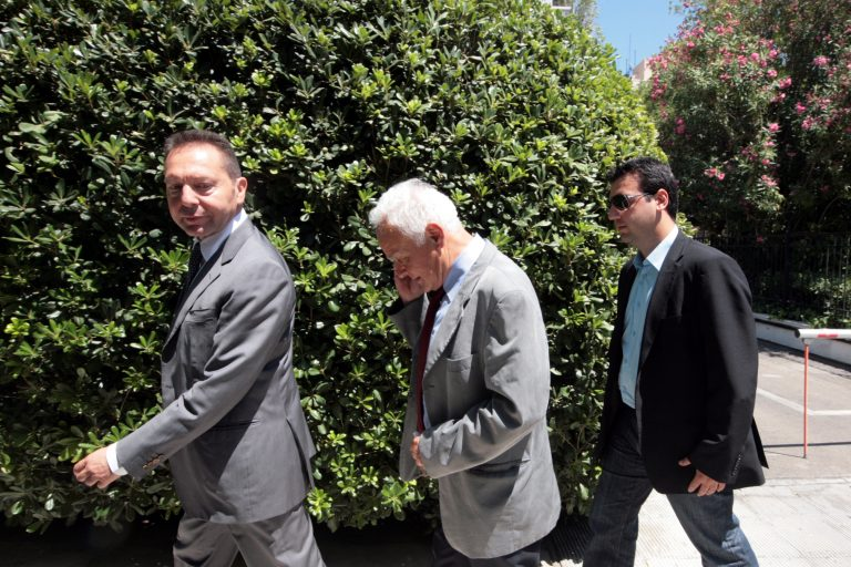 Απολύσεις στο Δημόσιο: Όλα ανοιχτά! Μανιτάκης: Προσπαθούμε να πείσουμε την τρόικα!   Newsit.gr