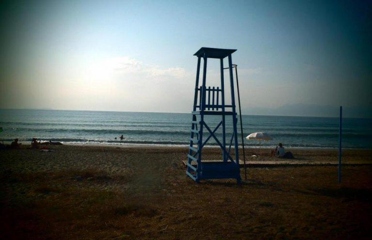 Κρήτη: Ναυαγοσώστης έσωσε Ρώσο τουρίστα στη Χερσόνησο | Newsit.gr