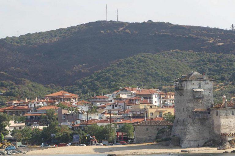 Σε ύφεση η φωτιά στο Άγιο Όρος – Έτοιμη να υποδεχτεί τους τουρίστες του Δεκαπενταύγουστου είναι η Ουρανούπολη | Newsit.gr