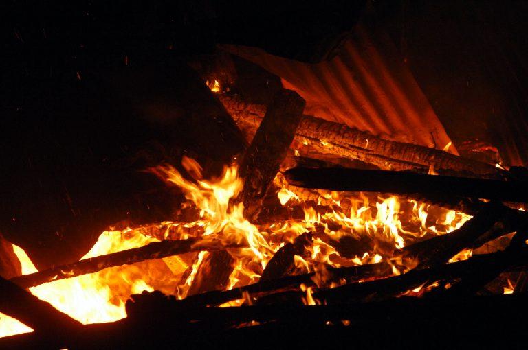 Αχαϊα:Καταπλακώθηκε από την οροφή του σπιτιού της και κάηκε ζωντανή! | Newsit.gr