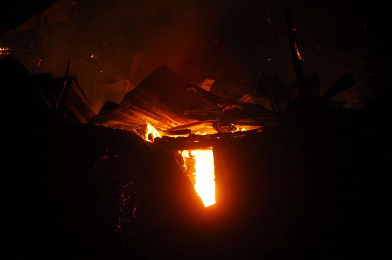 Λήμνος: Κάηκε ζωντανός στο σπίτι του – Γλίτωσε με αναπνευστικά προβλήματα η γυναίκα του! | Newsit.gr
