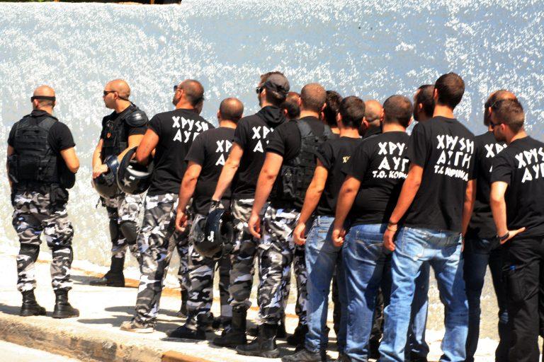 «Πραγματικοί φασίστες με πραγματικά μαύρα πουκάμισα κουνούν σβάστικες και δολοφονούν εθνικές μειονότητες στην Αθήνα» | Newsit.gr